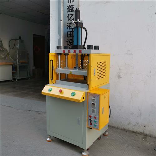 四柱液压冲切机